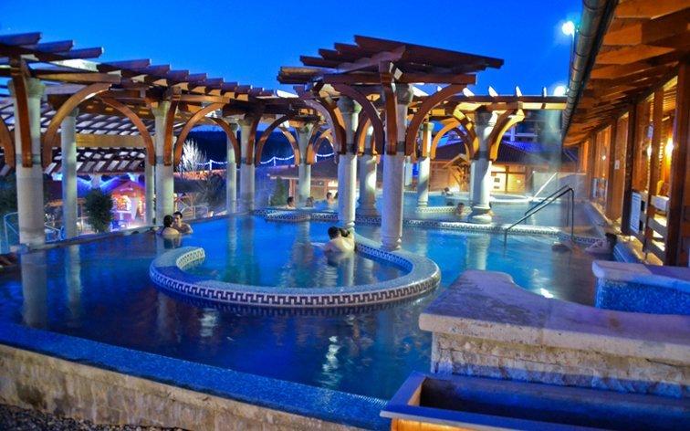 Maďarsko v Demjén Pyramide Thermal Bath and Holiday Village s termálními bazény