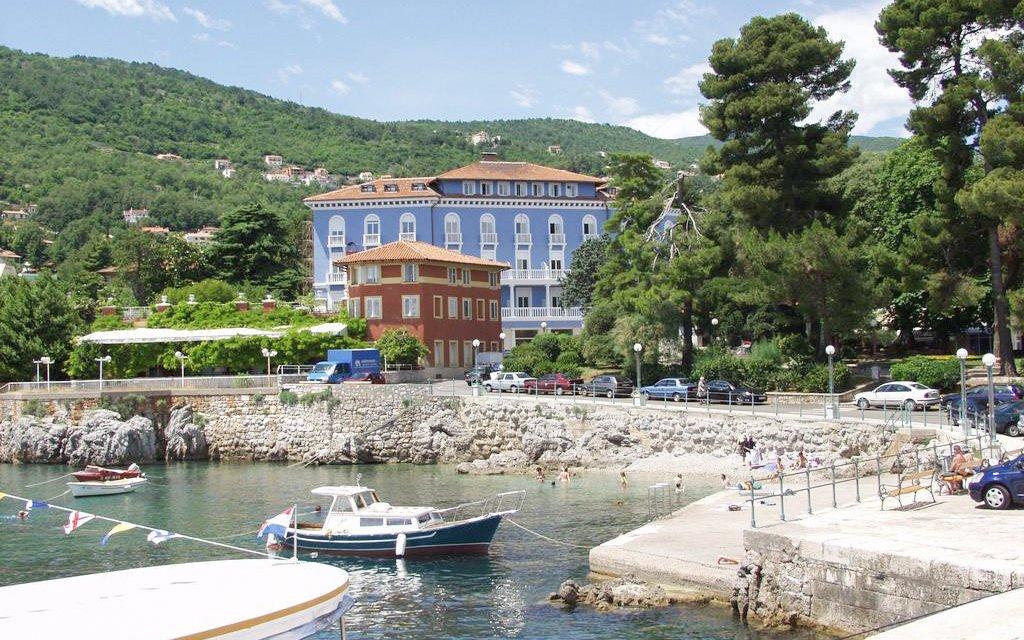 Chorvatsko v Hotelu Park **** Lovran s polopenzí a bazénem jen 50 m od moře