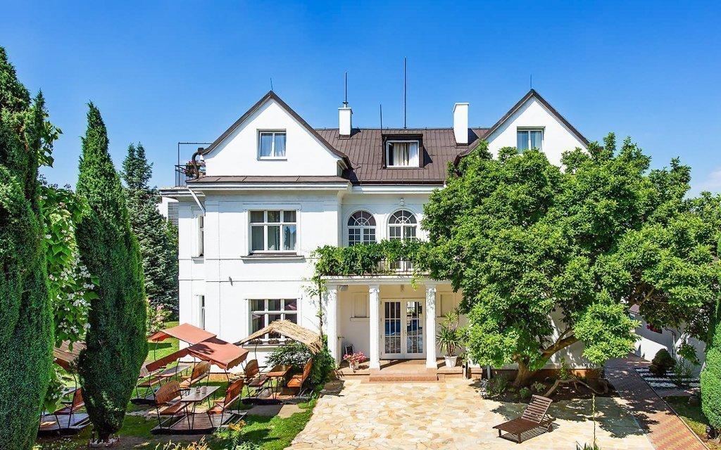 Praha v romantickém hotelu Marie-Luisa s polopenzí, bazénem a mnoha výhodami