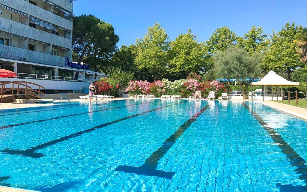 Itálie na 6 dní v Aparthotelu Albatros *** 450 m od moře se snídaní a bazénem