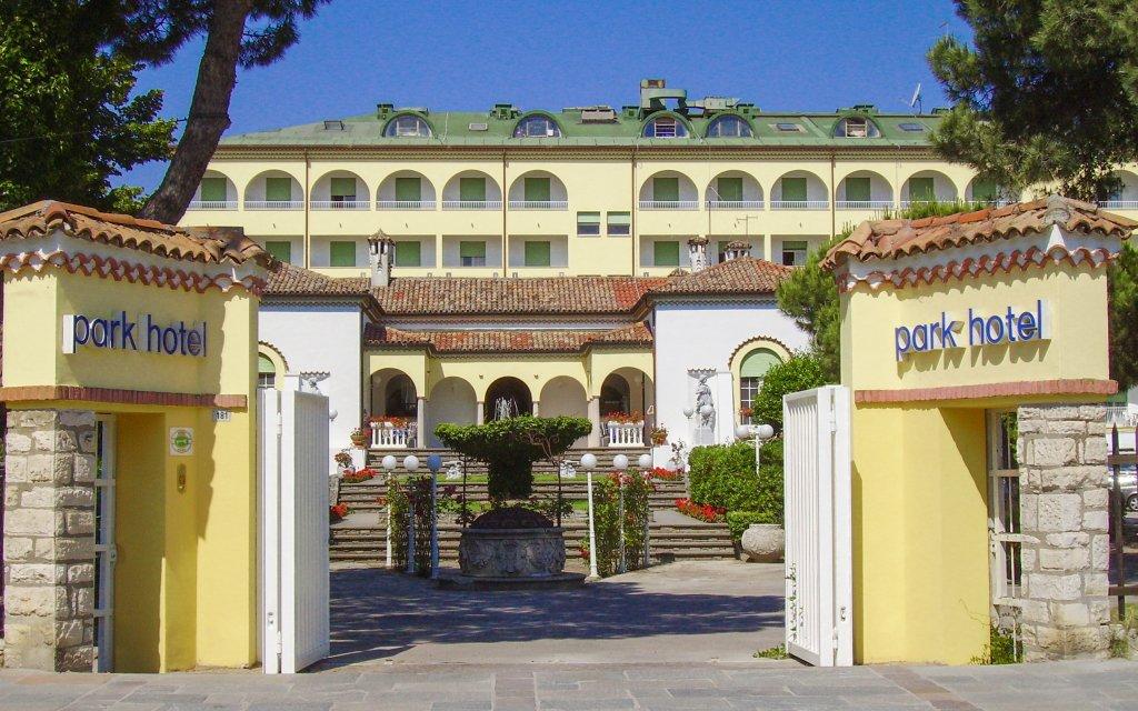 Itálie na 8 dní v Park Hotelu Ravenna **** u pláže se snídaní a bazénem